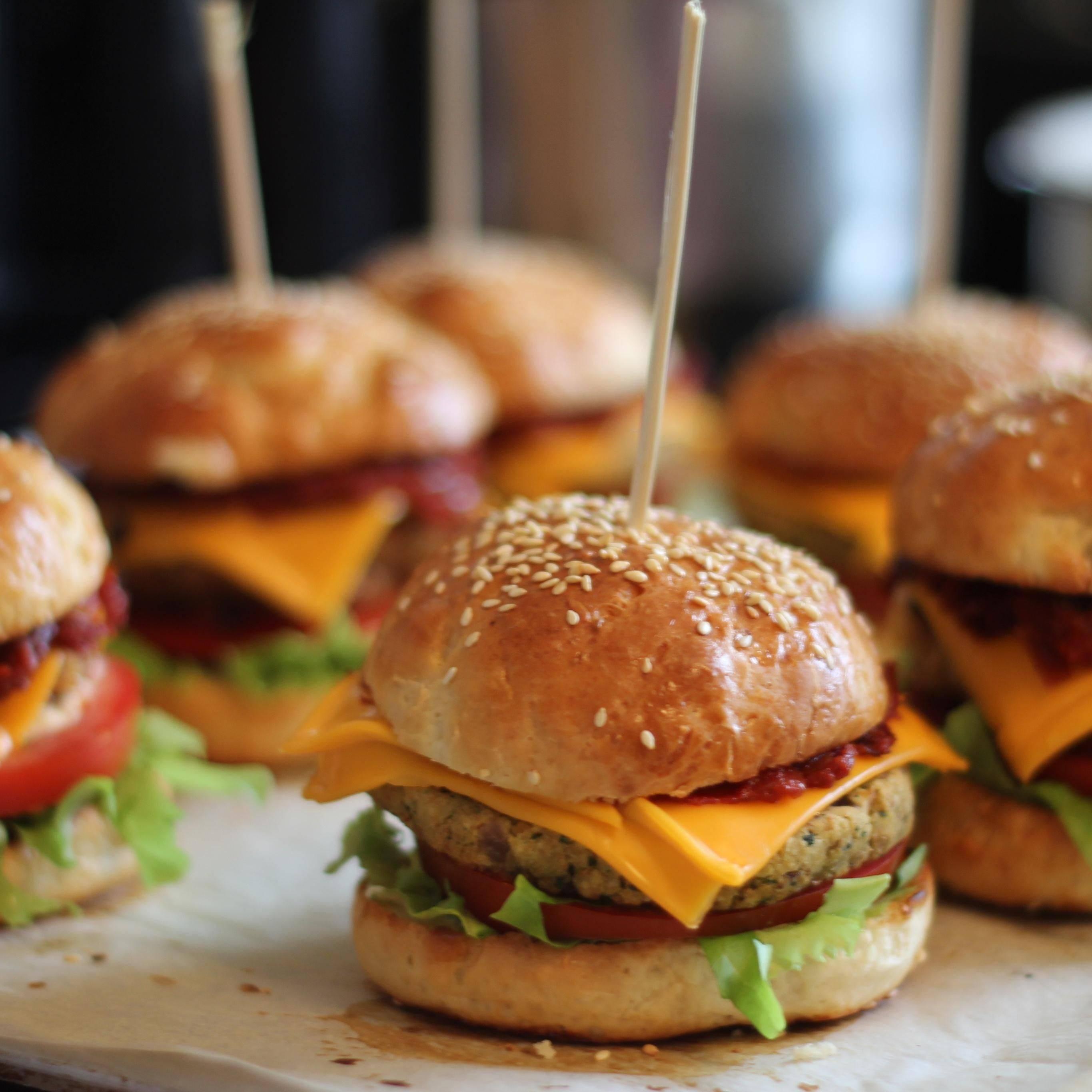 Острые бургеры с индейкой и соусом гуакамоле - рецепт с фотографиями - patee. рецепты