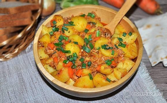 Тушеная картошка с тушенкой в мультиварке
