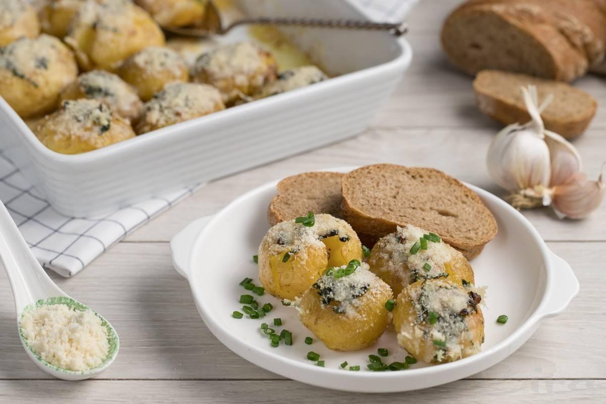Картошка в чесночном масле