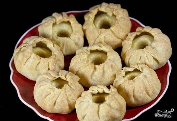 Фаршированные яблоки, запеченные в тесте