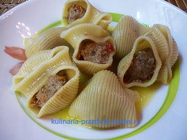 Фаршированные макароны-ракушки - рецепты с фаршем в духовке, мультиварке на сковороде, с начинкой и в сметанном соусе