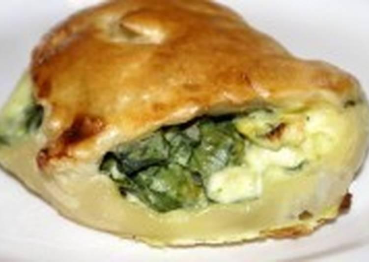 Пирог со шпинатом и сыром из слоеного