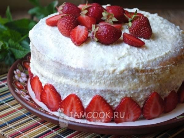 Десерт из клубники с творогом, маскарпоне, сливками и сметаной