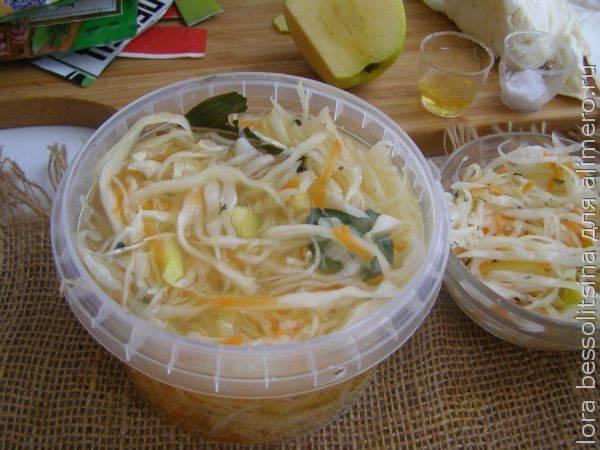 Квашеная капуста с яблоками - рецепты с медом, уксусом, клюквой и морковью