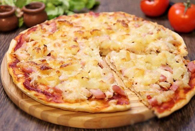 Пицца с курицей и ананасами: несколько простых фото-рецептов