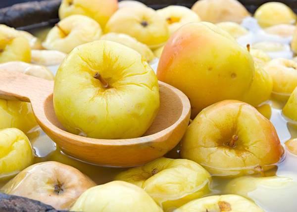 Как приготовить моченые яблоки: простой рецепт