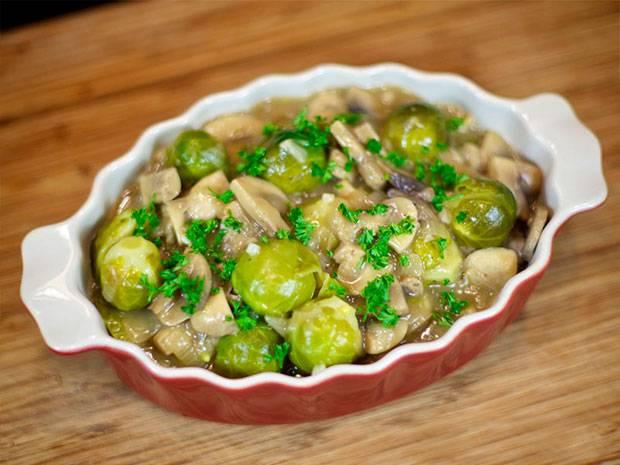 Как замороженную брюссельскую капусту готовить вкусно на сковороде, сколько и как правильно её варить, чтобы не горчила,  а также другие рецепты и фото сервировки