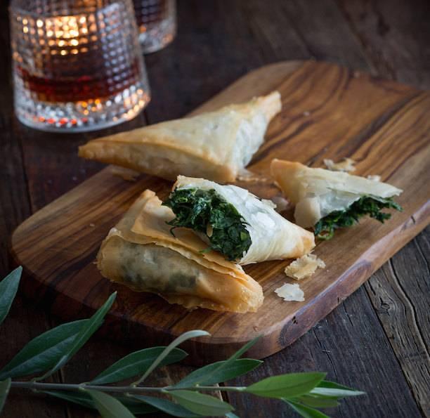 Пирожки на кефире со шпинатом и сёмгой
