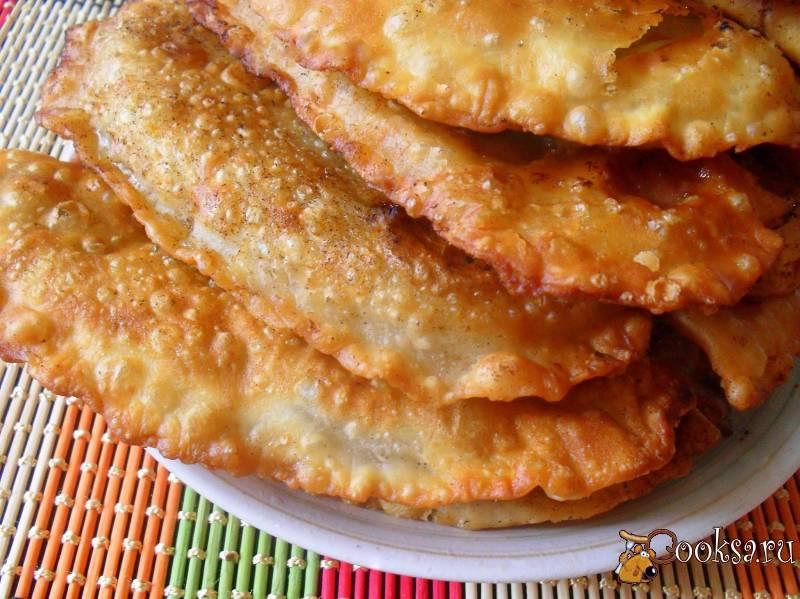 Заварное тесто для чебуреков – хрустящее, пупырчатое, вкусное! рецепты заварного теста для чебуреков на воде, молоке, с водкой