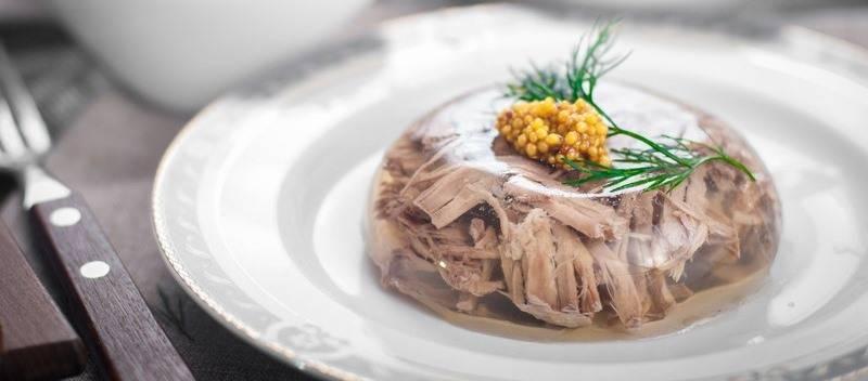 Прозрачный холодец из свиных ножек и говядины - как приготовить заливное из свинины