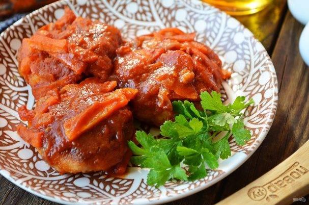 Филе трески с соусом из томатов с красной фасолью