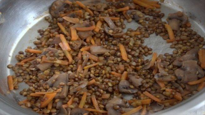Суп из чечевицы с грибами в мультиварке