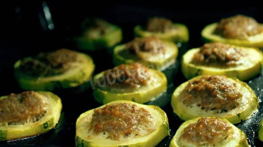 Фаршированные кабачки с мясом под сыром