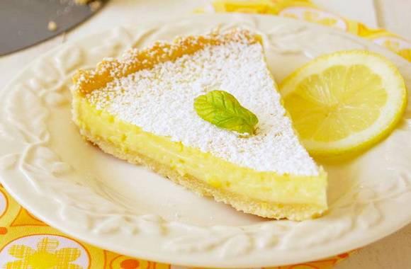 Лимонный торт с бисквитом, заварным, творожным, муссовым кремом и без выпечки из печенья