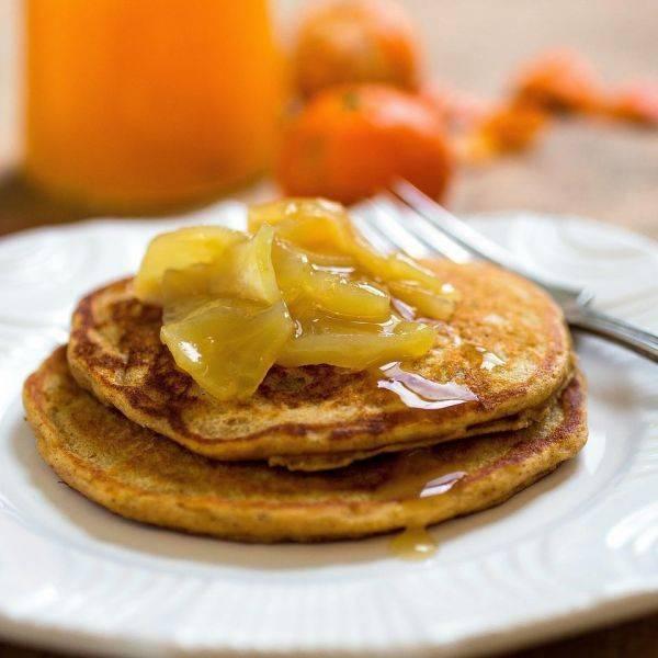 Полезные блинчики с яблоком и корицей на завтрак