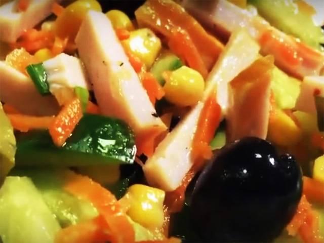 Салат с макаронами, ветчиной и болгарским перцем