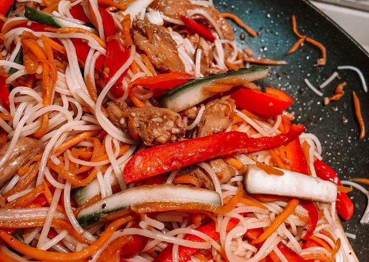 Лапша по-корейски с курицей