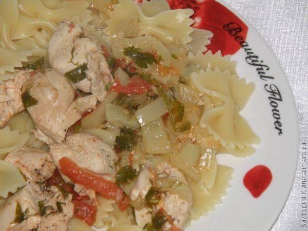 Паста с курицей и овощами – рецепт с фото
