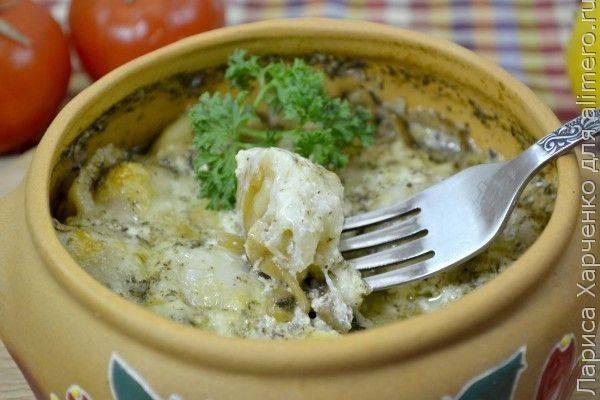 Пельмени, запеченные с грибами и сыром в горшочке