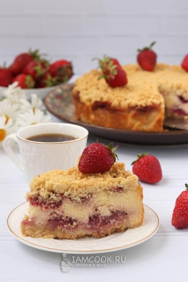 Пирог с начинкой из вишни и творога
