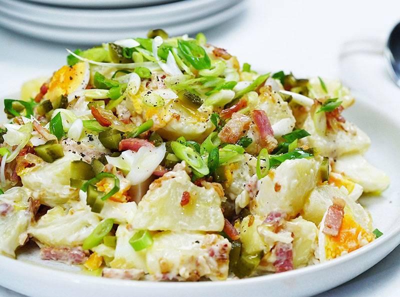 Салат из картофеля, яиц и огурцов