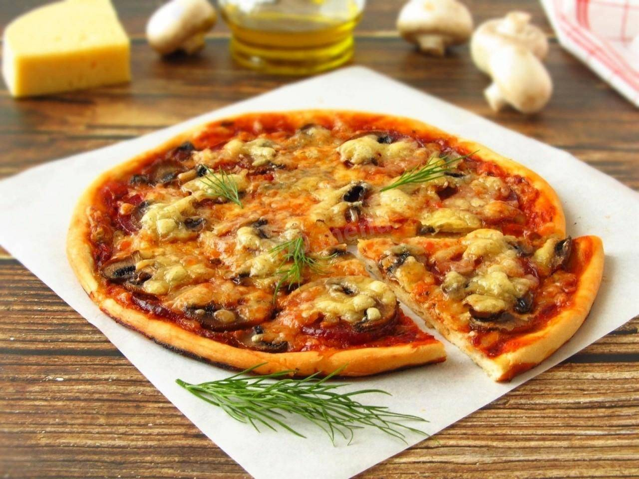 Пицца с моцареллой — 7 рецептов, как приготовить в домашних условиях