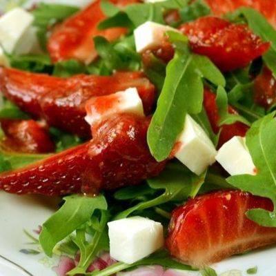 Рецепт – итальянский салат с рукколой, креветками и моцареллой | vaseda.ru