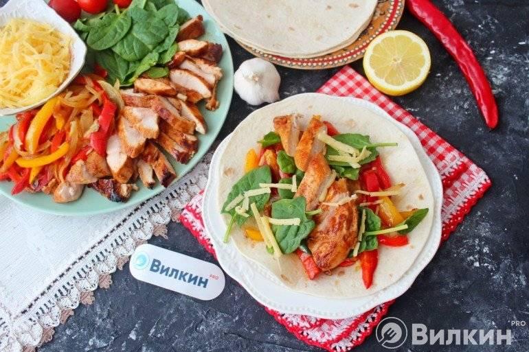 Пенне с курицей и болгарским перцем