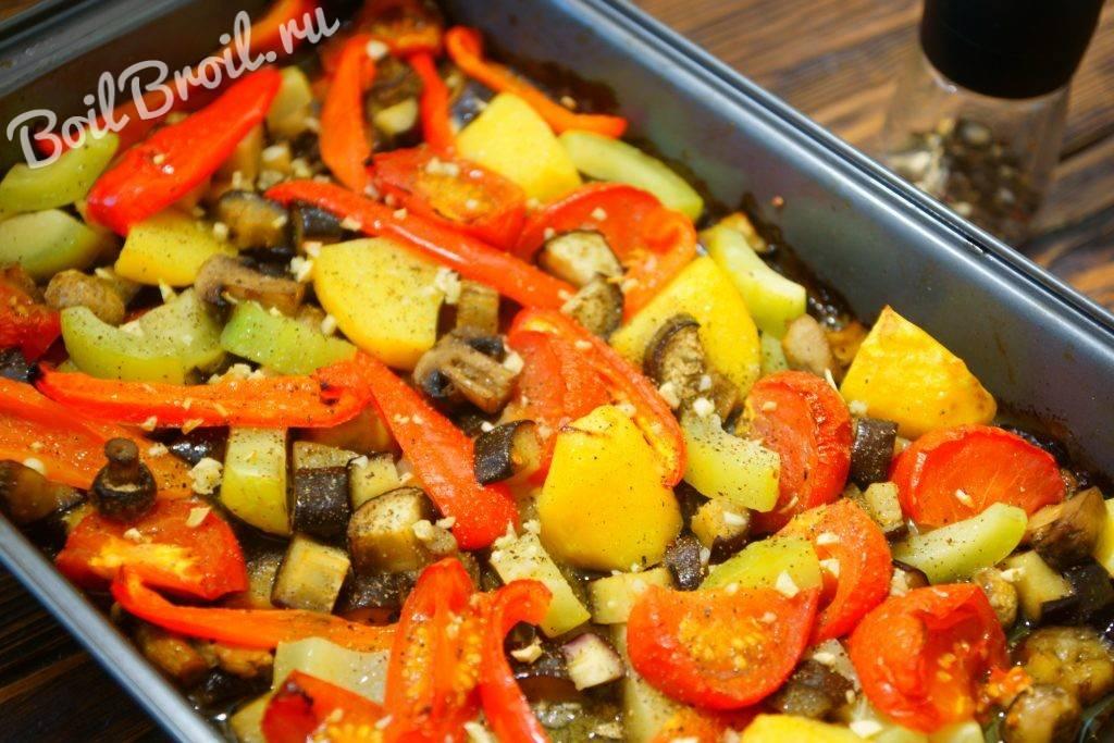 Мясо, запеченное с овощами в духовке