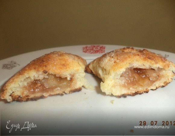 Домашние пирожки с яблоками и корицей