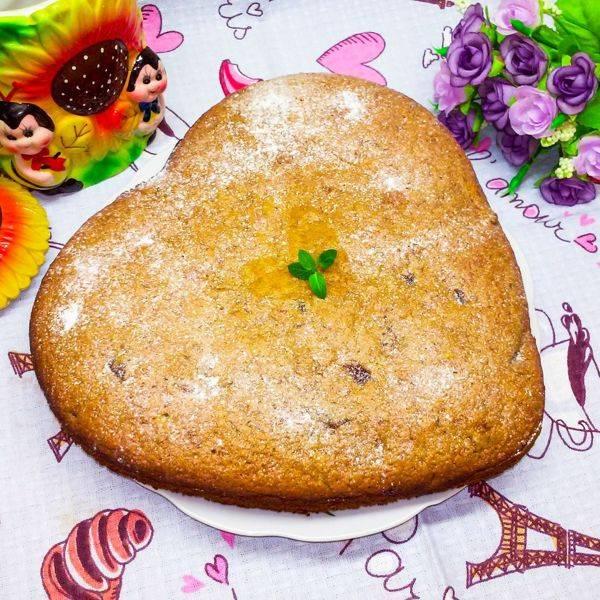 Пирог с черносливом, курагой и изюмом