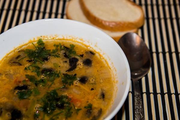 "Постный суп с чечевицей ""супа лешта"""