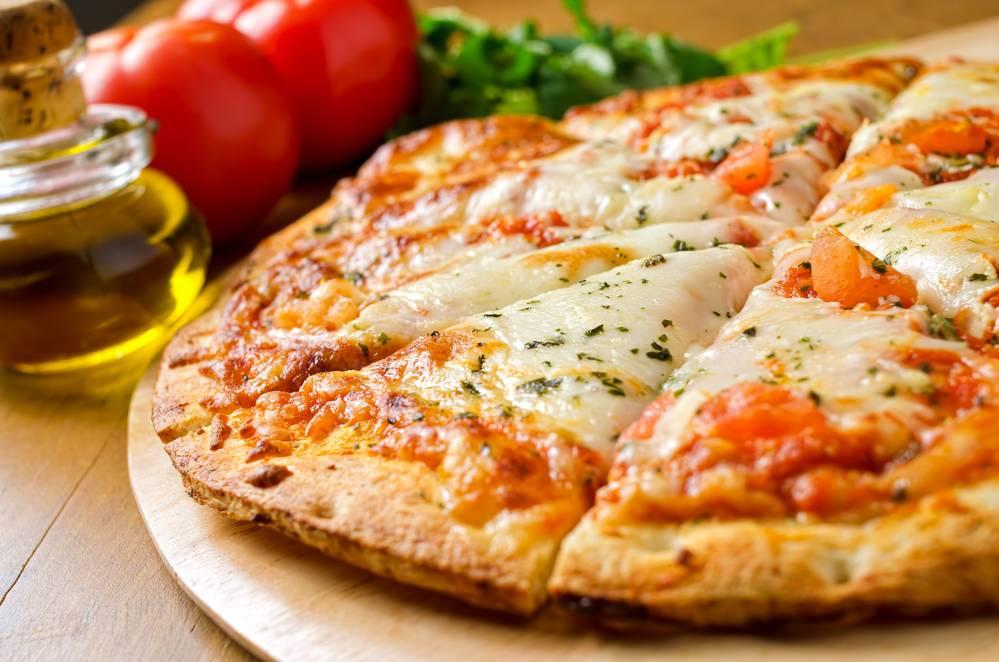 Тонкое тесто для пиццы, как в потапыче, легендарной и неповторимой пицциерии, станет праздничным блюдом благодаря уникальному рецепту
