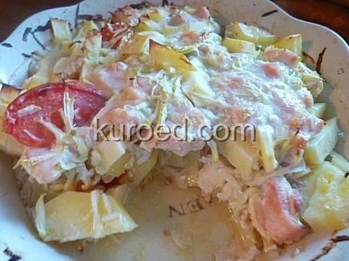 Запечённые кабачки с курицей и картошкой