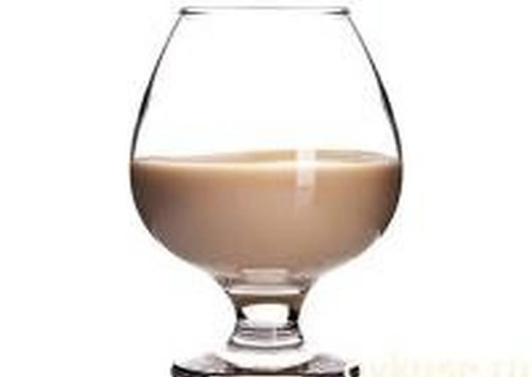 Как сделать кофейный ликер и с чем его пьют