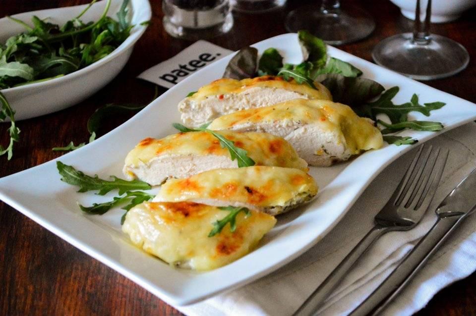 Рецепт фрикадельки из лосося и кускуса на пару с йогуртово-горчичным соусом