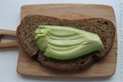 Бутерброды с авокадо (5 простых рецептов)