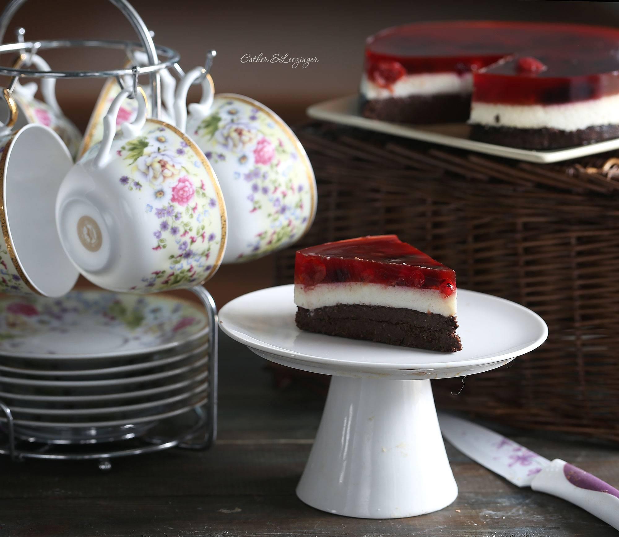 Торт малиново-черёмуховый