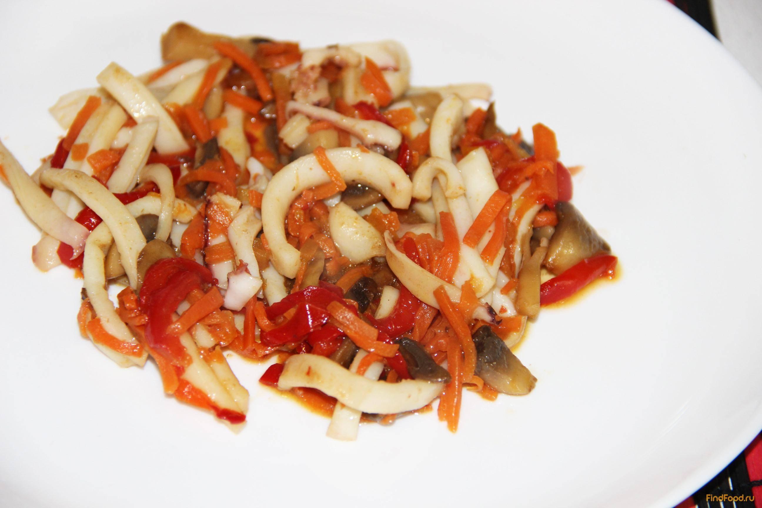Салат из кальмаров с овощами