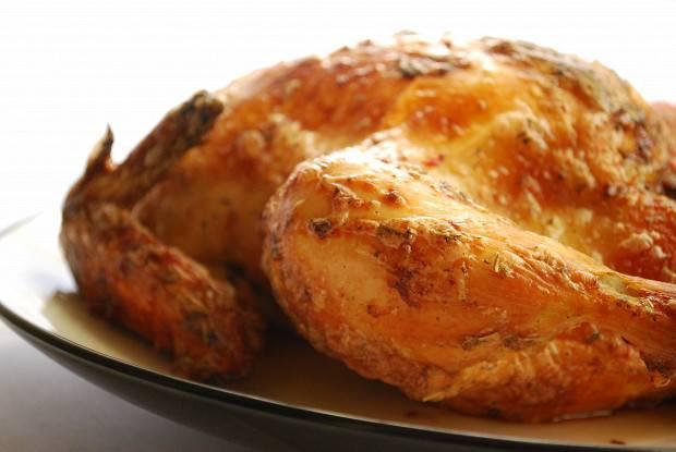 Курица, запеченная в рукаве целиком