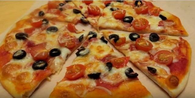 Пицца с баклажанами и двумя сырами