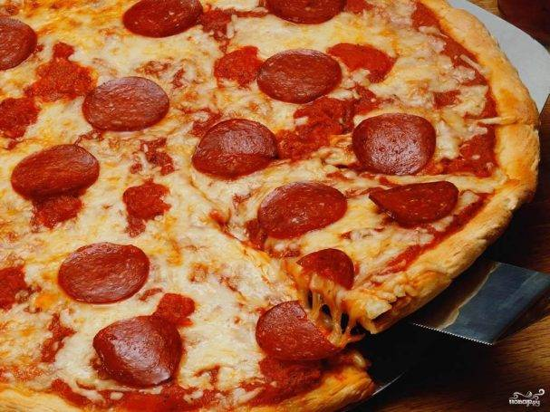 Пицца с колбасой и сыром - рецепты джуренко