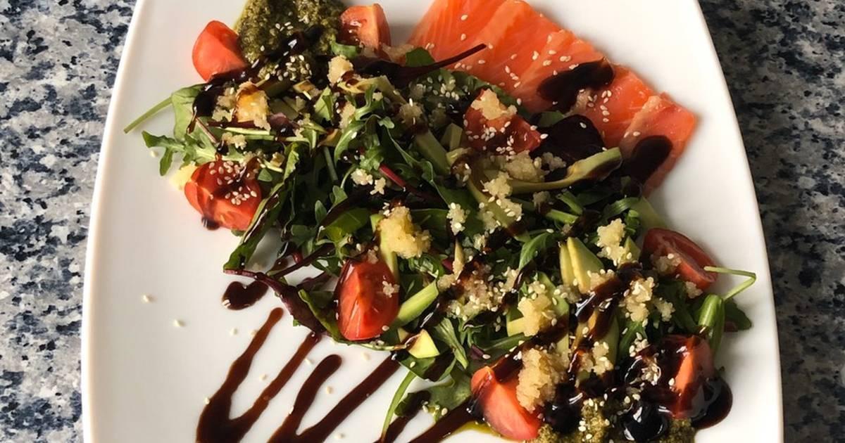 Простые и необычные блюда: теплый салат с лососем