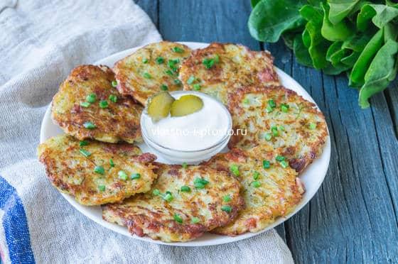 Картофельные драники с колбасой. пошаговый рецепт с фото • кушать нет