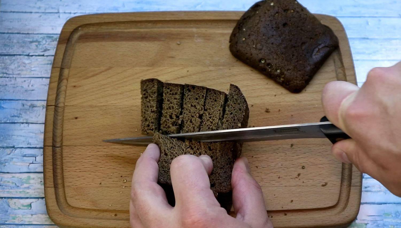 Гренки в духовке из черного хлеба рецепт