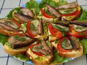 8 вкусных бутербродов со шпротами, которые станут вашими любимыми