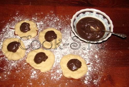 Булочки с шоколадом и сливочным кремом