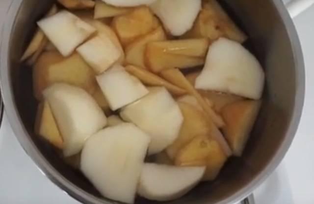 Запеченная айва с медом в духовке