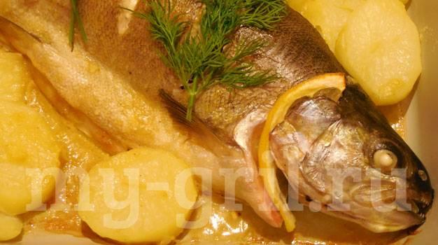 Форель с картошкой в духовке: рецепт с фото пошагово. как запечь форель с картофелем в духовке?