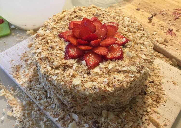 Ленивый слоёный торт с ягодами